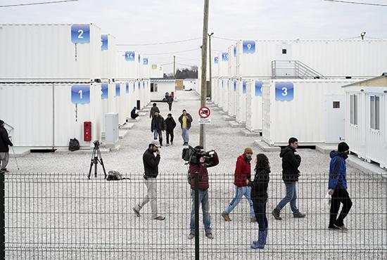 Philippe-Bazin_Camp-de-conteneurs_Calais_fevrier_2016-550