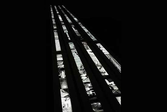 Candide  2003- 2017 Dessin sur calque rétro-éclairé, longueur maximale présente : 6000 cm, largeur 5,5 cm © Carole Benzaken, Paris, 2017