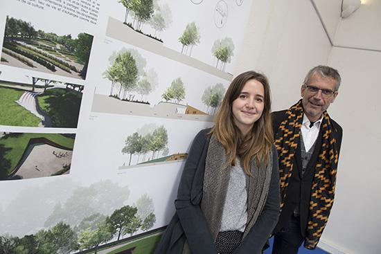 """Camille Gigot, étudiante en 5ième année Design / Frédéric Bonnemaison directeur du festival """"entre cour et jardins."""""""